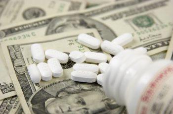 Como a Indústria Farmacêutica Joga com o Sistema