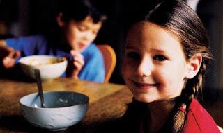 """O Açúcar é o """"Álcool Das Crianças"""", Mas Deixamos Que Ele Domine a Mesa do Café-da-Manhã"""