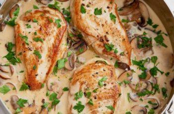 Filé de frango com molho champignon